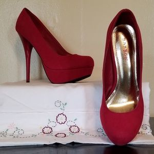 Bamboo Rounded Toe High Heels. Deep Red. NWOT!